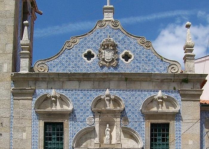 Фасад церкви, облицованный азулежу. Португалия. Фото: tpsdave/pixabay.com/CC0 Public Domain