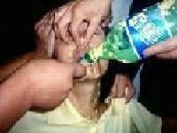 Маму Ма Фань, Чжан Лижун, мучили в Трудовом лагере Луншань в городе Шеньяне за веру в Истину, Доброту, Терпение. На фото – демонстрация насильственного кормления. Фото:  ru.clearharmony.net