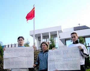На прошлой неделе трое новозеландцев провели голодовку (от 48 до 60 часов) в Аукланде. Они сказали, что этой акцией  хотят предупредить весь мир об угрозе китайского коммунистического режима и выступить против их варварских нарушений прав человека (сотрудники NZEET).Фото:  Epoch Times