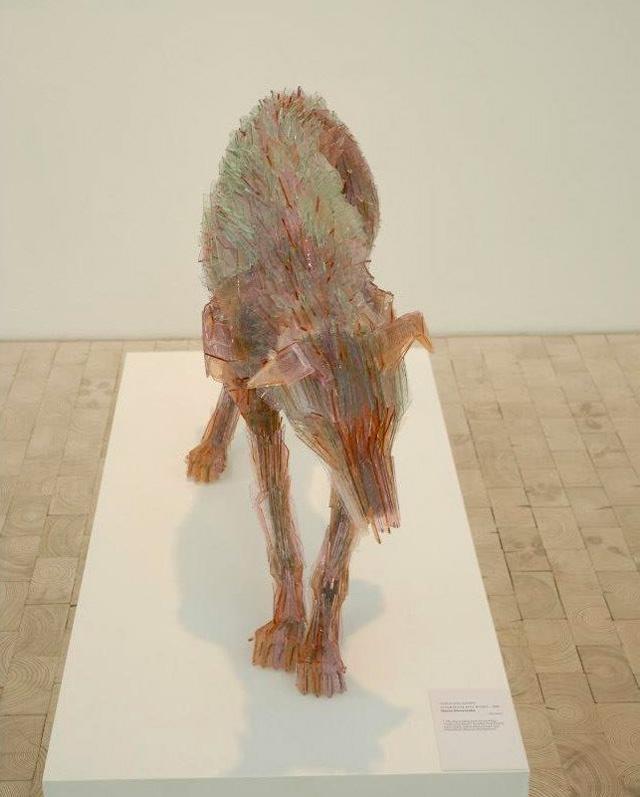 Скульптуры из кусочков разбитого стекла