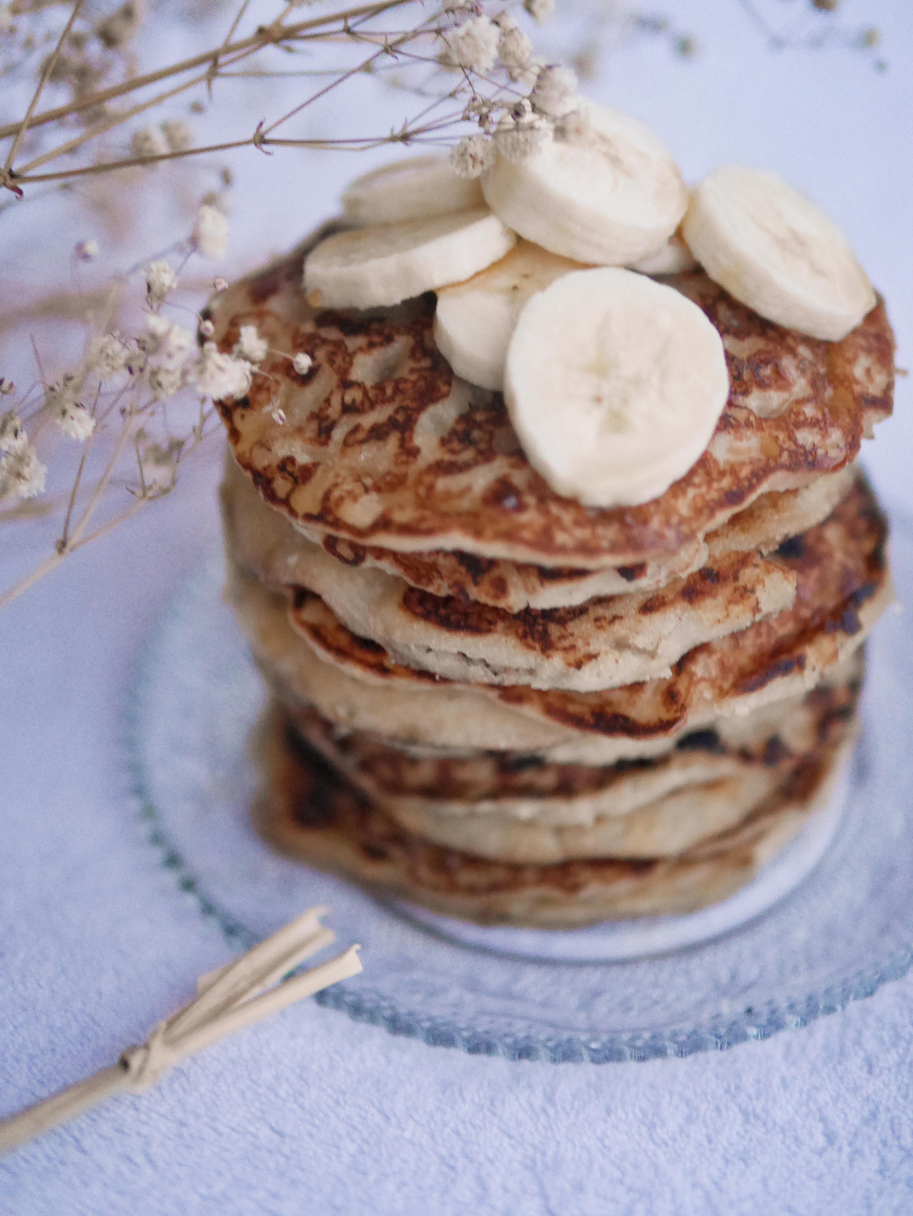 Pancakes moelleux à la banane 🍌 - Équilibres Des Sens