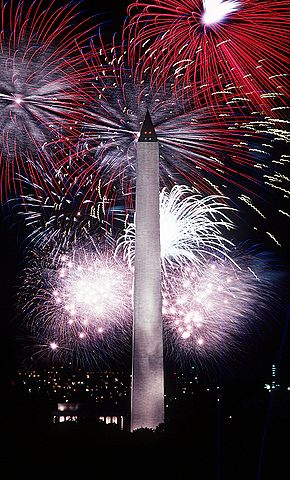 290px-Fourth_of_July_fireworks_behind_the_Washington_Monument,_1986