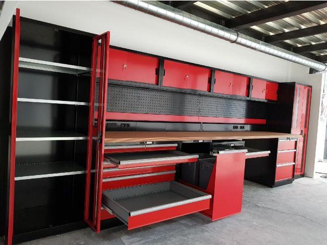 agencement d atelier et garage rouge et noir trm garage pro