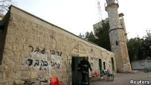 masjid di bakar