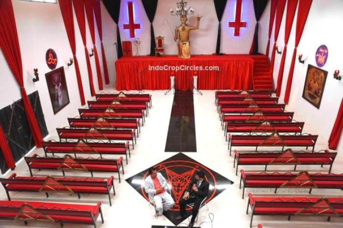 gereja-setan-di-kolombia-04