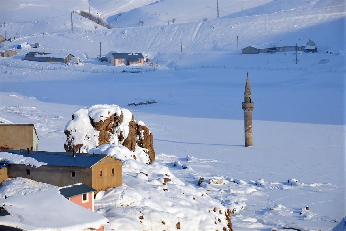 menara-masjid-bash-shawish-putihnya-salju