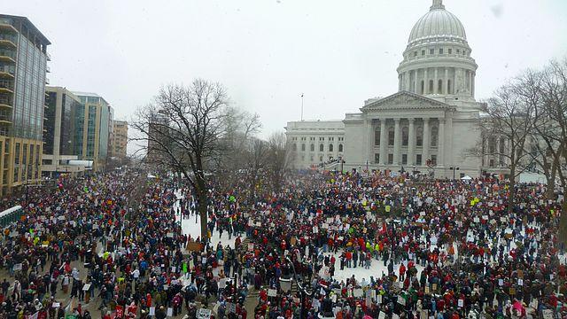 https://i2.wp.com/www.eramuslim.com/media/2019/07/640px-2011_Wisconsin_Budget_Protests_1_JO.jpg?resize=640%2C360&ssl=1