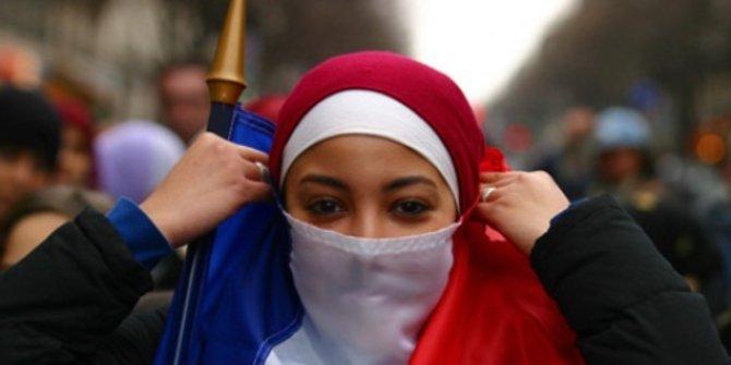 Masjid Dirusak, Jilbab Dilarang, Muslim Prancis Kian Tertekan