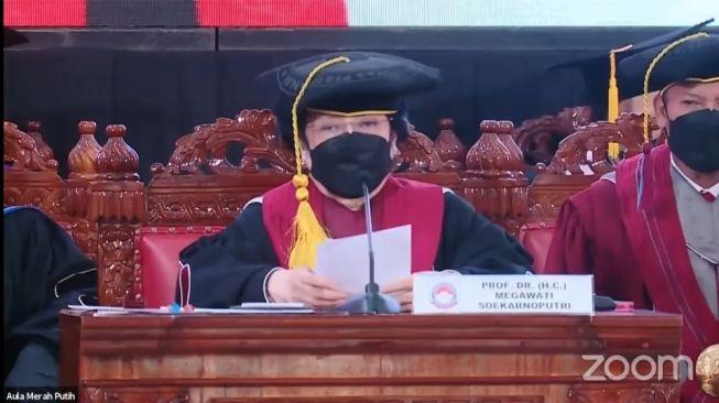 Presiden ke-5 RI Megawati Soekarnoputri resmi mendapat gelar Profesor Kehormatan (Guru Besar Tidak Tetap) dari Universitas Pertahanan (Unhan). (Istimewa)
