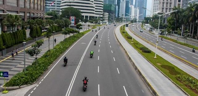 Jalanan DKI Jakarta lengang akibat wabah virus corona atau Covid-19 pada awal penerapan PSBB. Foto Jawa Pos