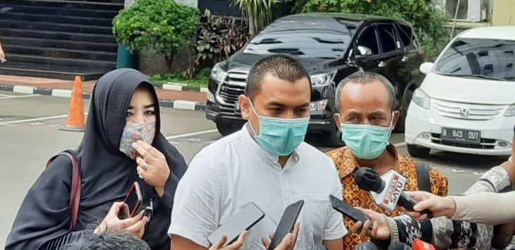 Pengacara FPI Aziz Yanuar mendatangi Polda Metro Jaya