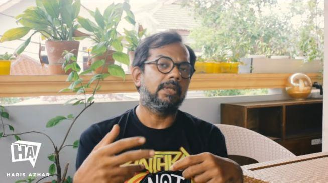 Haris Azhar Sebut Penggiringan Opini Tolak UU Ciptaker Ke MK Settingan Istana (YouTube: Haris Azhar).