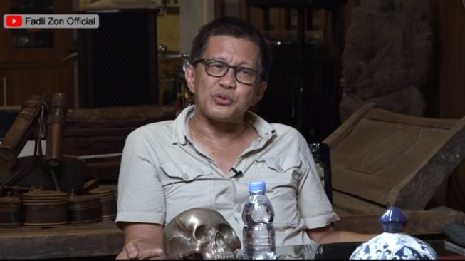 Rocky Gerung Panen Rumah hingga Vila karena Digusur Sentul City: Saya Biasa Tidur di Hutan