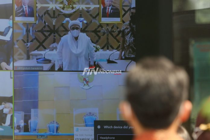 Massa Mendatangi Sidang Habib Rizieq Shihab