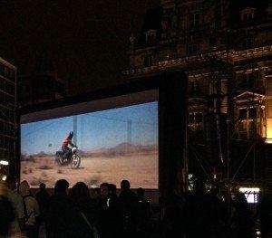uotd La Nuit Blanche llenó de arte el centro de Bruselas - uotd 300x263 - La Nuit Blanche llenó de arte el centro de Bruselas