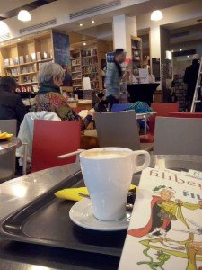 CAM03256 Librairie Filigranes: Entre libros los 365 días del año - CAM03256 225x300 - Librairie Filigranes: Entre libros los 365 días del año