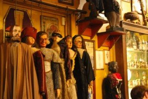Bar marionetas etc -28 Le Poechenellekelder: El bar de las marionetas y del Manneken Pis. - Bar marionetas etc 28 300x200 - Le Poechenellekelder: El bar de las marionetas y del Manneken Pis.