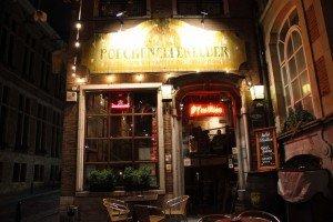 Bar marionetas etc -32 Le Poechenellekelder: El bar de las marionetas y del Manneken Pis. - Bar marionetas etc 32 300x200 - Le Poechenellekelder: El bar de las marionetas y del Manneken Pis.