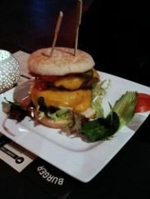 burger1 Una hamburguesa de 10! - burger1 1 226x300 - Una hamburguesa de 10!