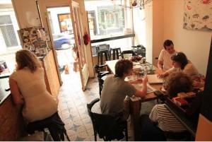 Bar Choq de Amberes - bar choq interior 300x201 - Bar Choq de Amberes