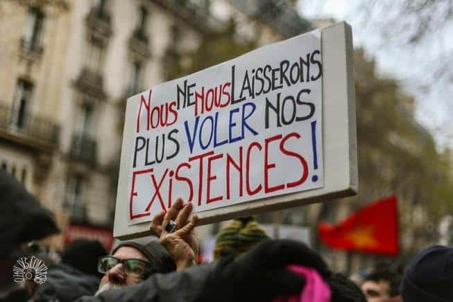 Γαλλία: Χιλιάδες διαδηλωτές ζητούν αύξηση μισθού,μείωση ωραρίου.