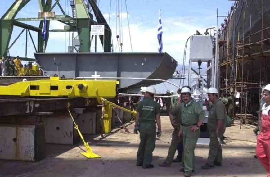 Eργαζόμενοι από το Τροχαίο Υλικό των Ναυπηγείων Σκαραμαγκά στον αέρα