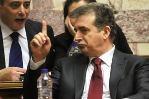Χρυσοχοΐδης: Απέλυσε καθαρίστριες για να προσλάβει ιδιώτη εργολάβο