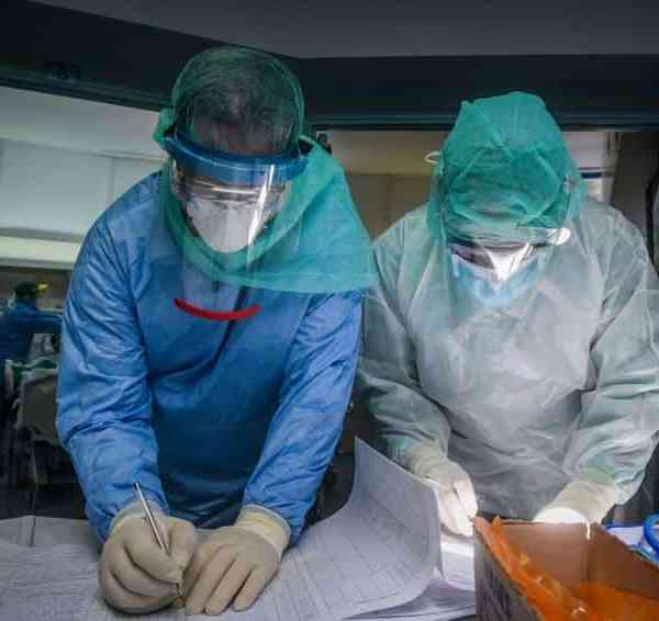 Σκηνές χάους στις εφημερίες των νοσοκομείων της Αττικής