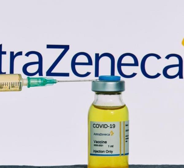 Και η Ολλανδία σταματά προληπτικά τους εμβολιασμούς με AstraZeneca