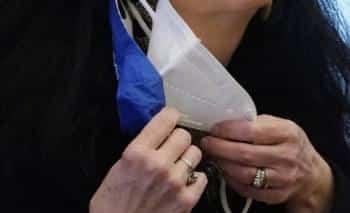 Χειροπέδες σε Διοικητή νοσοκομείου για επεισόδιο με μάσκα