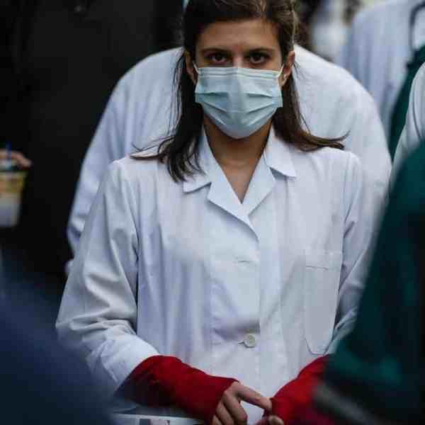 Νοσηλευτές κατά Κικίλια για υποχρεωτικότητα εμβολιασμών και αναστολή αδειών: Υπονομεύετε το εργασιακό περιβάλλον