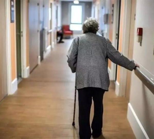 Πάνω από 500 εργαζόμενοι θα πρέπει να μπουν σε αναστολή στις μονάδες φροντίδας ηλικιωμένων