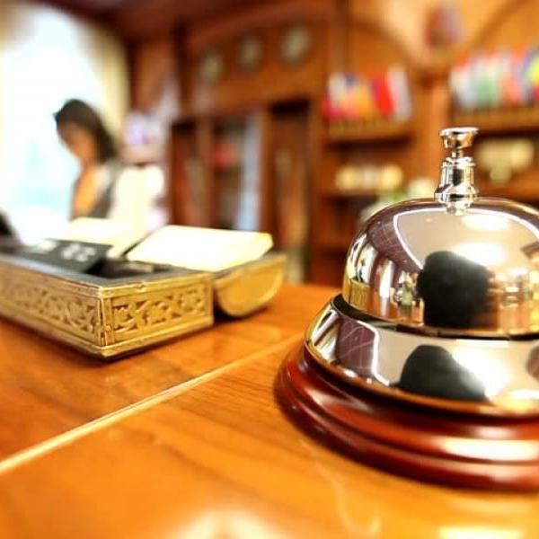 Ζητούνται ρυθμίσεις για να μην χάσουν το επίδομα ανεργίας χιλιάδες εργαζόμενοι στον τουρισμό-επισιτισμό