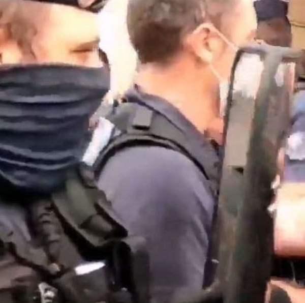 Γαλλία: Άγριες συγκρούσεις με ανεμβολίαστους υγειονομικούς σε αναστολή (Βίντεο)