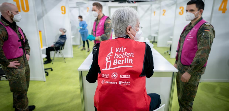 Γερμανία: Παράνομο να ζητά ο εργοδότης πληροφορίες για εμβολιασμό εργαζόμενου