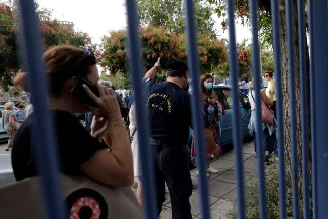 Γονέας αρνητής μήνυσε τους καθηγητές του παιδιού του – Δεν επέτρεψαν την είσοδο στο σχολείο