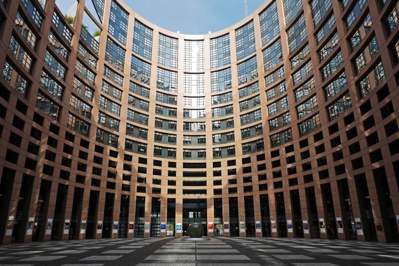 Delivery: Πανευρωπαϊκή Οδηγία ζητά το Ευρωκοινοβούλιο για τους εργαζόμενους σε πλατφόρμες