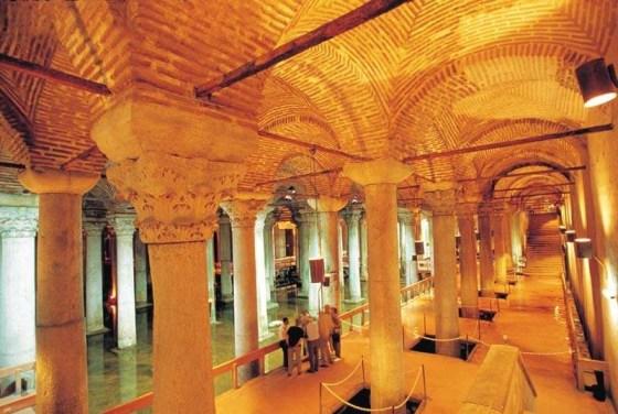 Resim 3 Yerebatan Sarayında içerisini dolaşabilmek için yapılan iskele