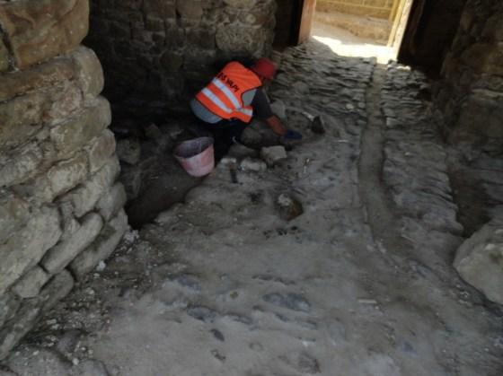 Alt kat özgün taş döşemeler onarılmış, derzleri yeniden yapılmıştır.