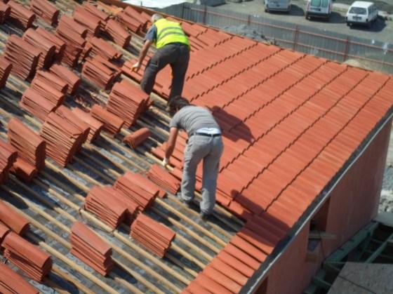 Uygulama sırasında çatı strüktürü, üst örtü elemanları ile tamamen yenilenmiştir.