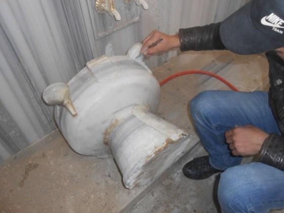 Erkekler kısmı kurnalarının konservasyonu için kimyevi temizliklerin yapılması