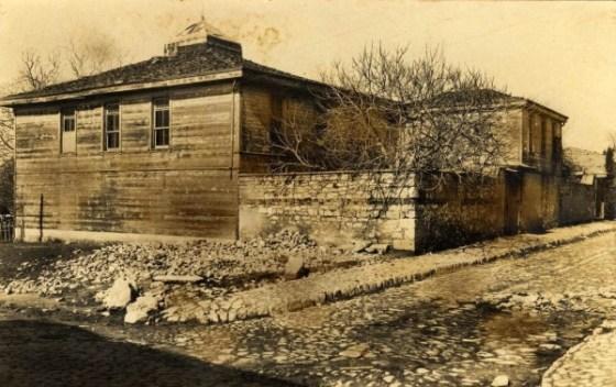 1940 tarihli Encümen arşivi fotoğrafına göre hamamın yoldan görünüşü