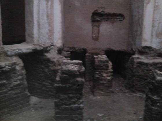 Hamam içerisinde sıva sökümü yapılarak sıhhi tesisattaki durum tespit edildi.