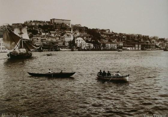 Belge 1 Caminin 19. yüzyılda denizden görünümü