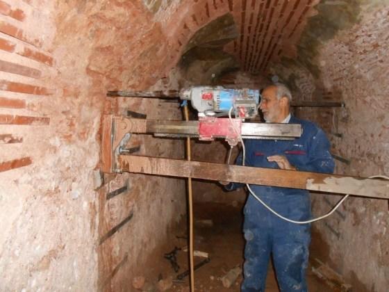 sıcak su hazne tonozunun gergi demirleri için karot çalışması