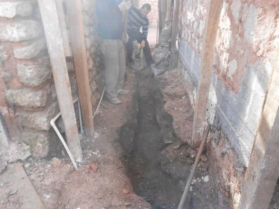 Tesisat boruları için yapılan kazı çalışması