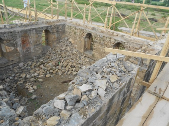 Zemin kot pencerelerine kadar sökümü yapılan beden duvarları (Fotoğraf 4)