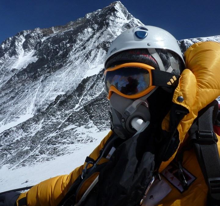Bergbeklimmer Eric Arnold bereikt top Mount Everest bij vijfde poging