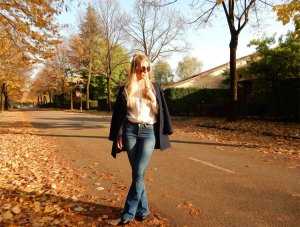 Flared Jeans... find out How to combine them!