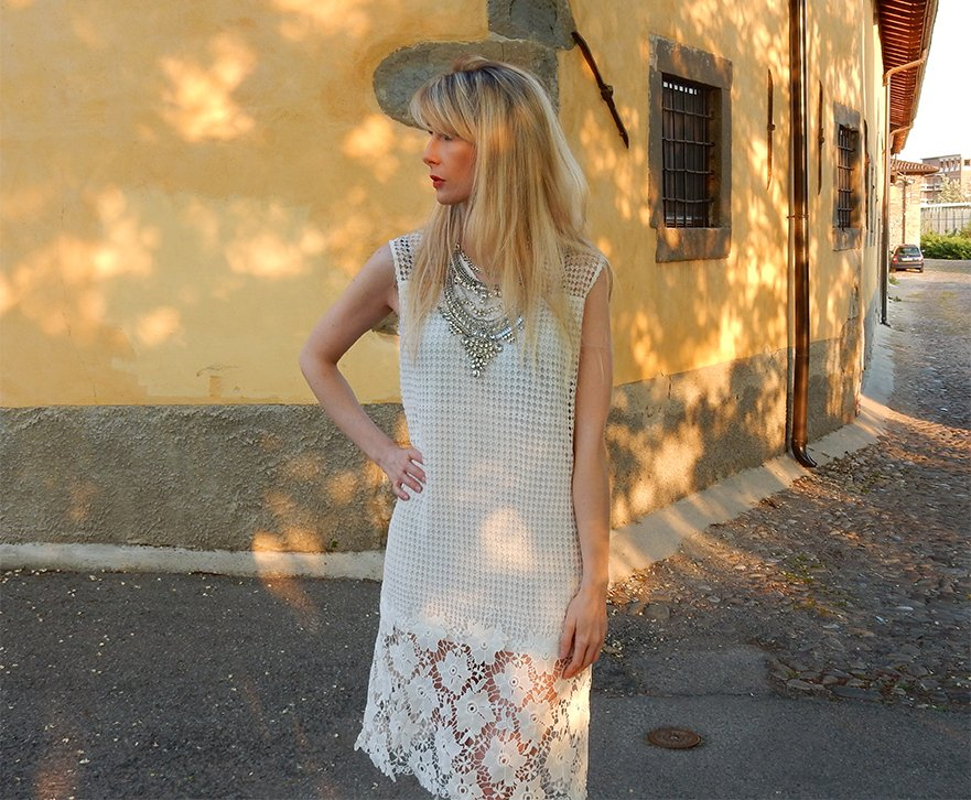 Lace dresses: how to accessorize them